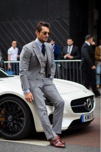 شلوار طوسی آقایان با پیراهن آبی و کراوات سرمه ای