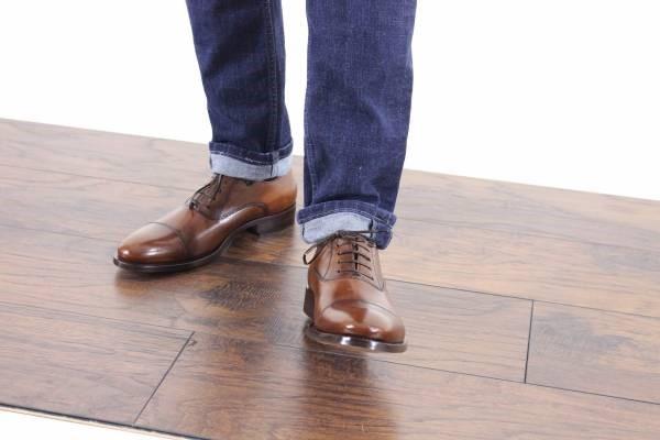 ست لباس با کفش قهوهای مردانه