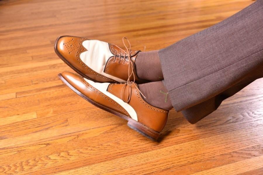 ست کفش دربی قهوهای با جوراب قهوهای سبز کلاک مدیوم