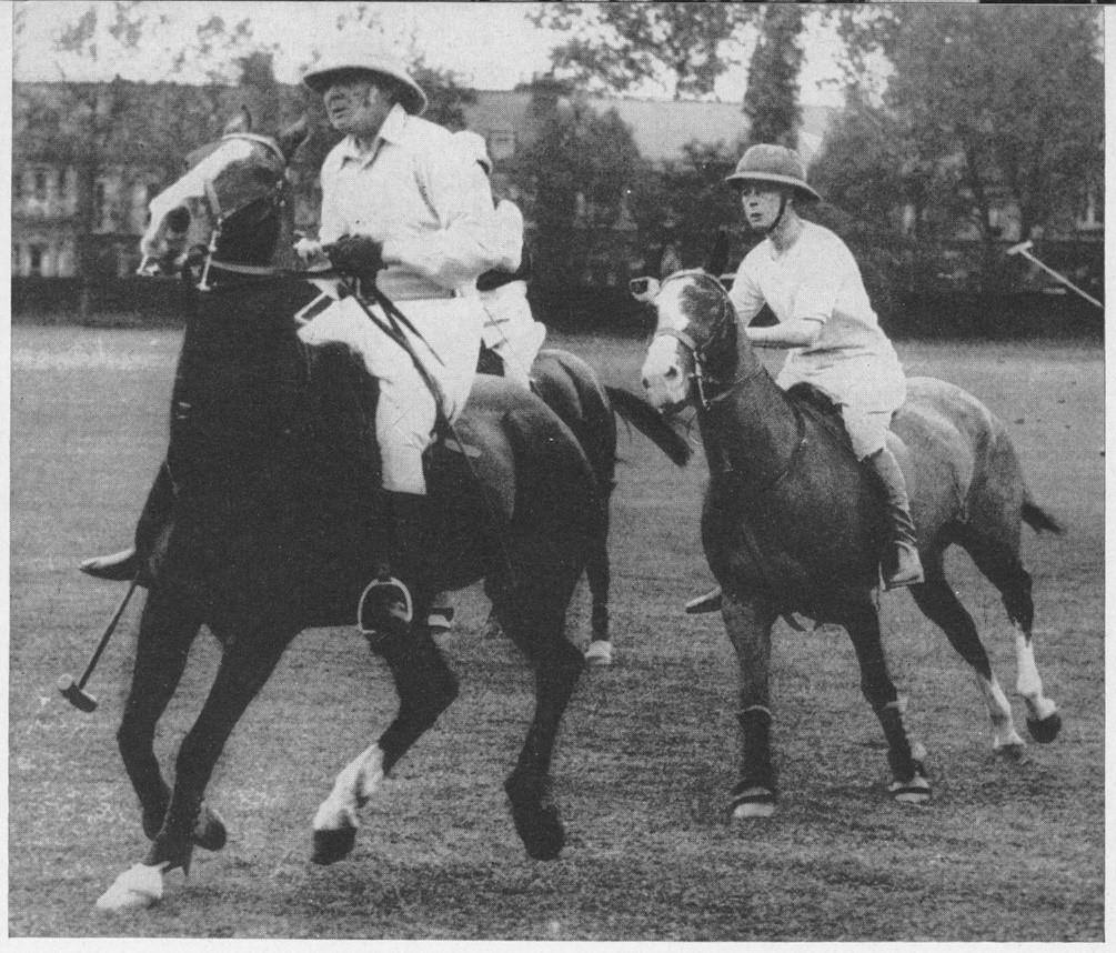 پرنس ویلز در حال بازی چوگان، 1924